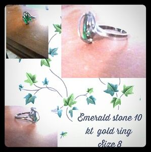 Emerald 10kt gold ring